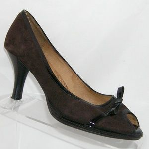 Sofft brown suede peep toe bow patent trim heel 8M